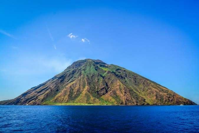 Isole Eolie | Sicilia | Vacanza in catamarano | Italia