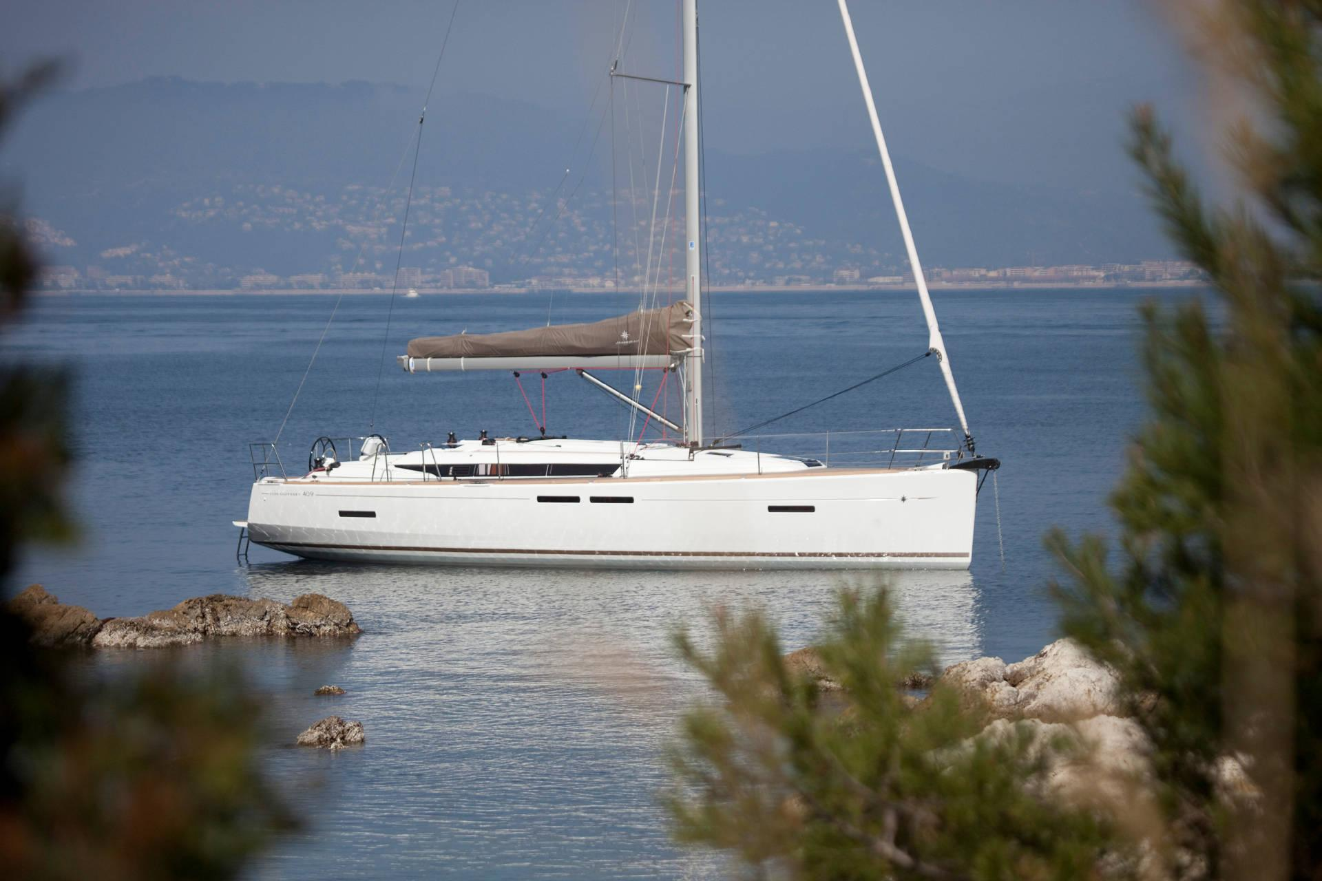 Sailing Yacht Charter 3 Days | Elba and Capraia Islands | Tuscan Archipelago | Italy